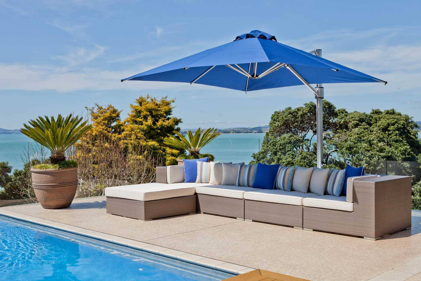 Eclipse Cantilever by Instant Shade Umbrellas product image 1