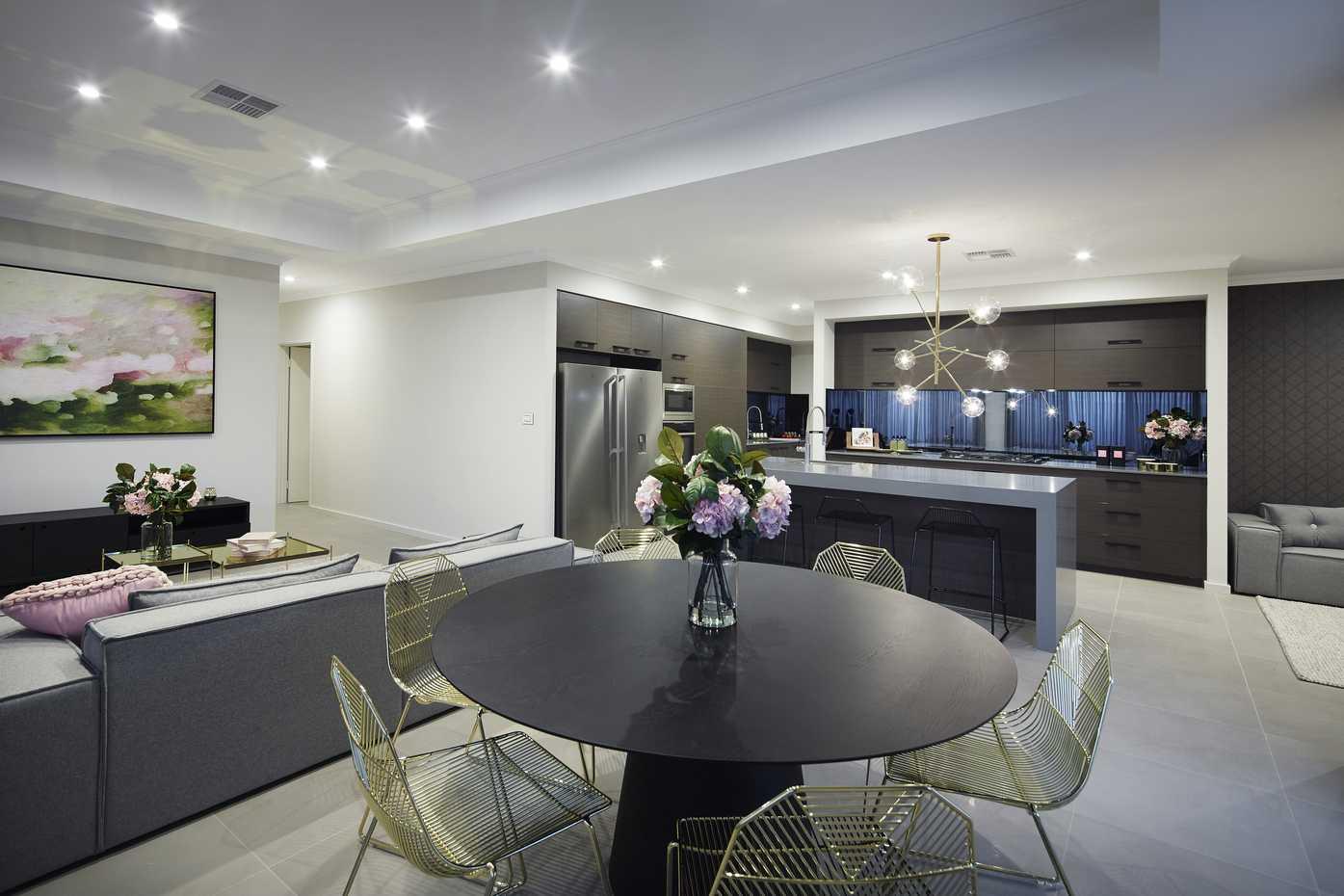 Texas Platinum - Dining Kitchen Family