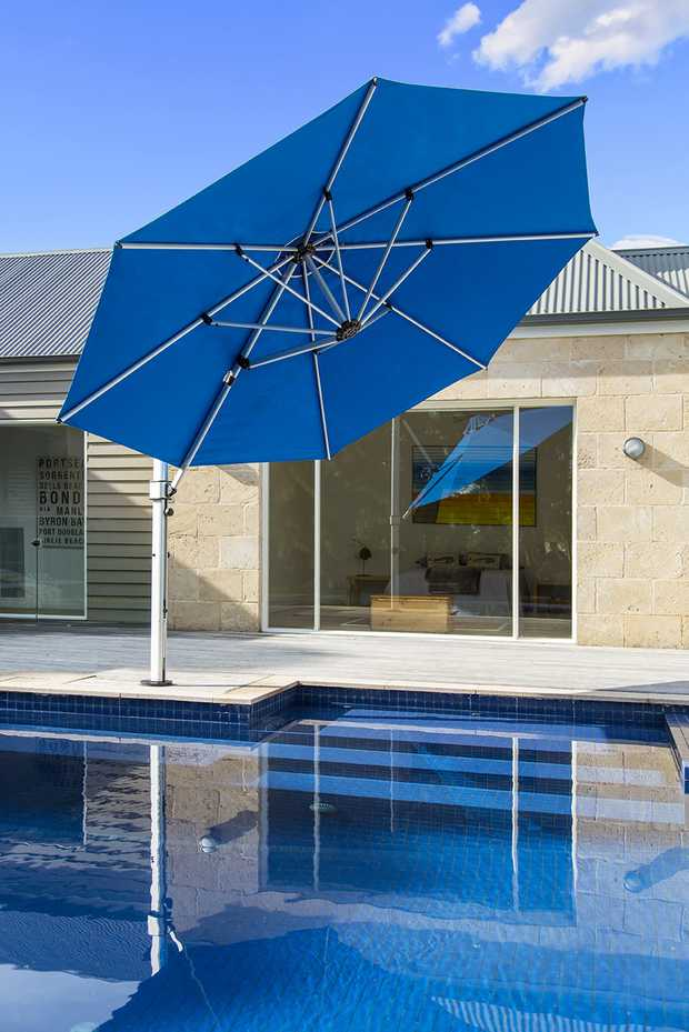 Aurora Cantilever by Instant Shade Umbrellas product image 5