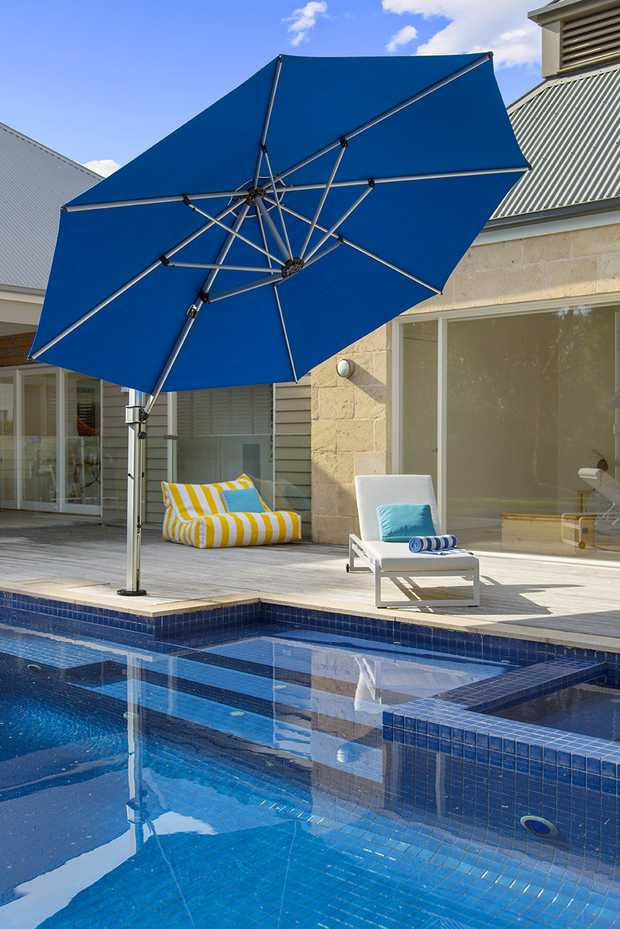 Aurora Cantilever by Instant Shade Umbrellas product image 4