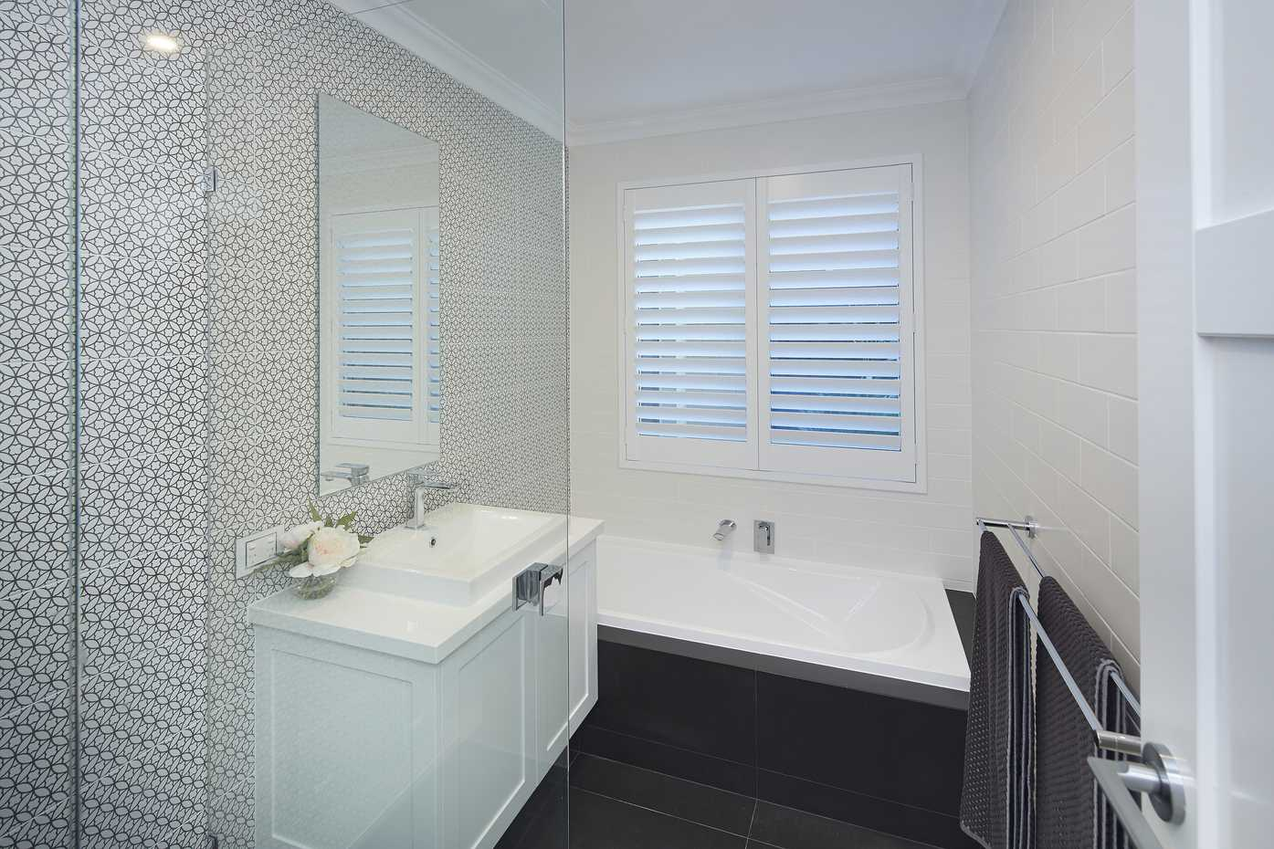Carolina Platinum - Bathroom