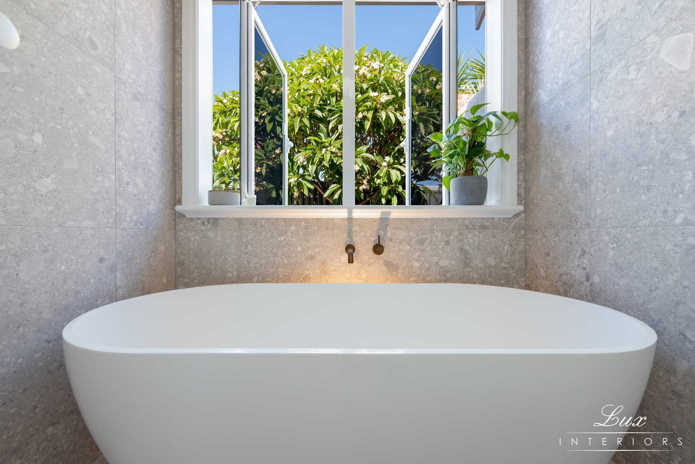 Doubleview-Bathroom_6300-Edit