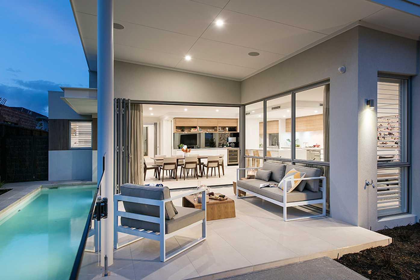 Boardwalk-alfresco-lap-pool